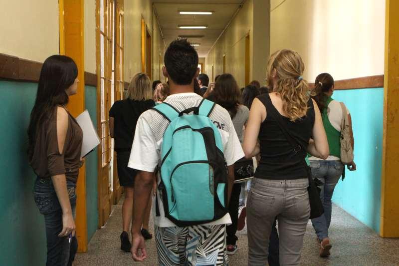 Entre os pais com nível superior completo, apenas 0,5% dos filhos não tinham instrução aos 15 anos