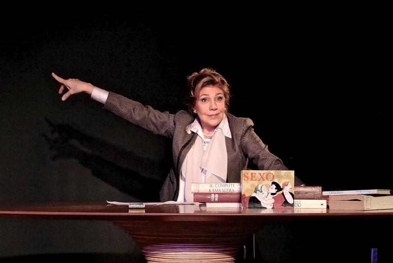 Tania Bondezan interpreta a sexóoga Annetta Poché