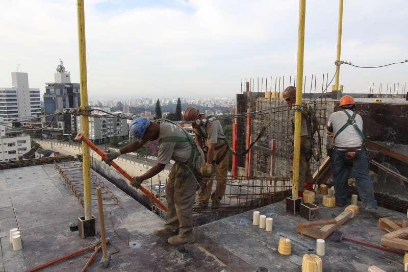 Construção foi o setor que apresentou a maior proporção no total de empresas ativas com 10 ou mais pessoas assalariadas