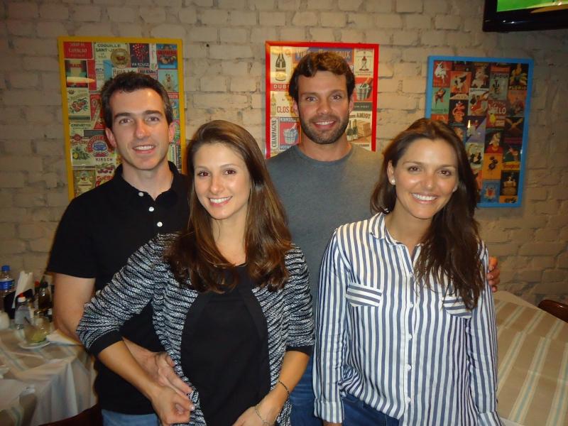 Alexandre e Bruna Salgado com Alexandre e Fernanda Logemann no restaurante Tartare