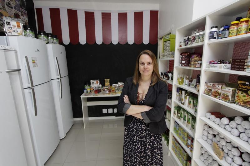 Taís é dona do Delivery Veg, que, em julho, abriu uma loja onde só são vendidos produtos veganos