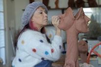 Filme mostra a trajetória da artista plástica Arminda Lopes