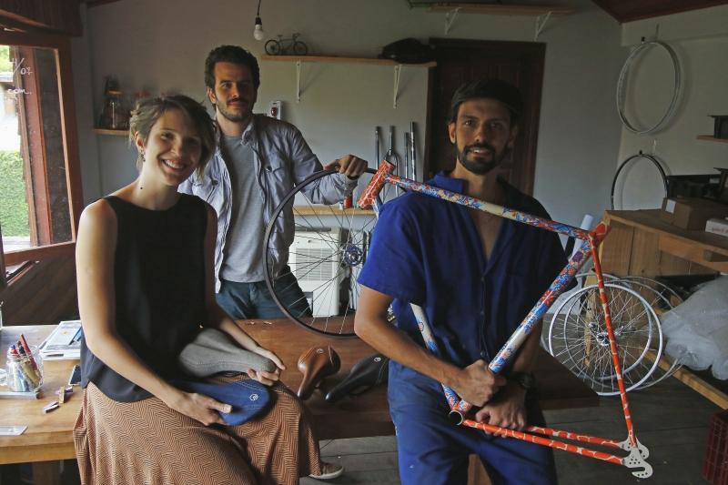 Os sócios Alice, Victor e Luiz comandam a produção personalizada