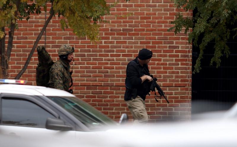 Polícia permanece no local e pediu que os moradores de Columbus permanecessem distantes da instituição
