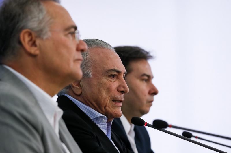 Presidente Michel Temer o Presidente do Senado Federal Renan Calheiros, o Presidente da Câmara dos Deputados,  Deputado Rodrigo Maia,  durante coletiva de imprensa no Palácio do Planalto.