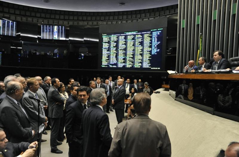 Sessão da Câmara dos Deputados analisa projetos de lei anticorrupção