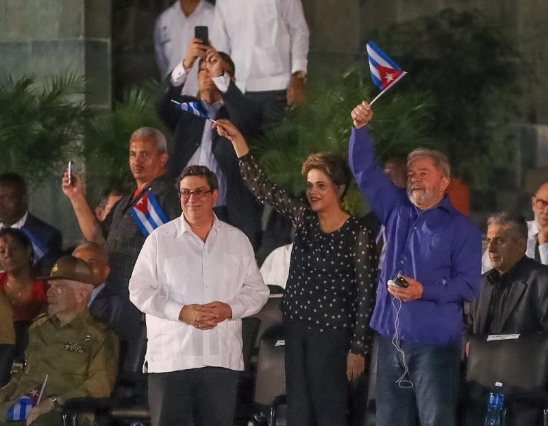 Os ex-presidentes Dilma e Lula estiveram em Cuba para cerimônia de enterro dos restos mortais de Fidel Castro
