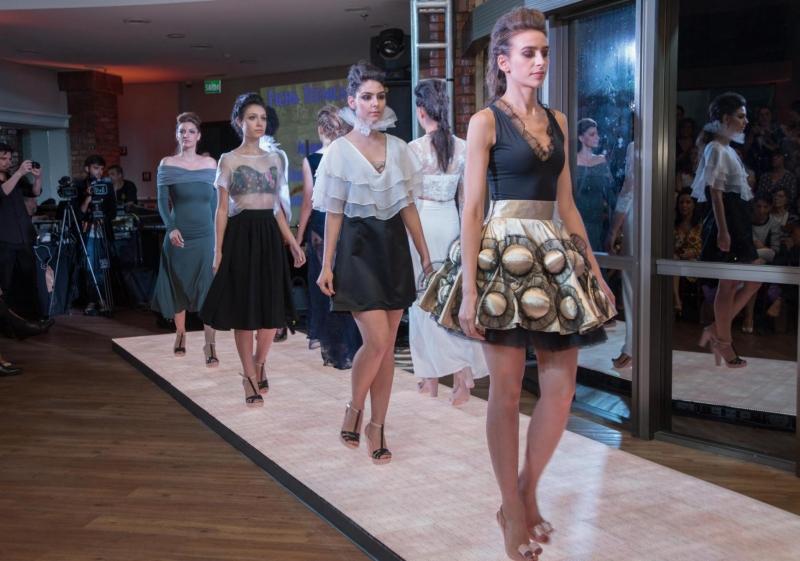 Alunos do curso de Design de Moda da ESPM-Sul produziram desfile