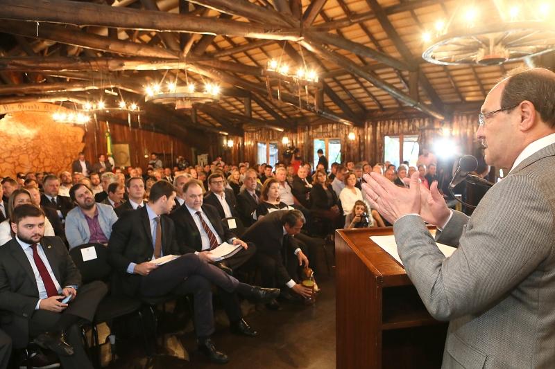 Sartori justificou medidas de austeridade em reunião com Famurs