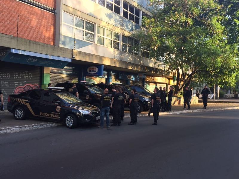 Policiais federais cumprem mandados em Porto Alegre, Canoas e Pelotas