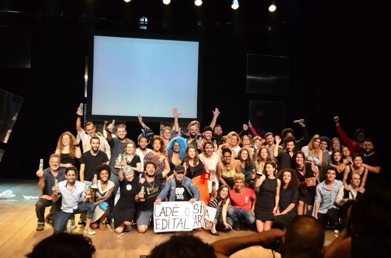 Artistas subiram ao palco para receber premiações e cobrar recursos e editais da prefeitura