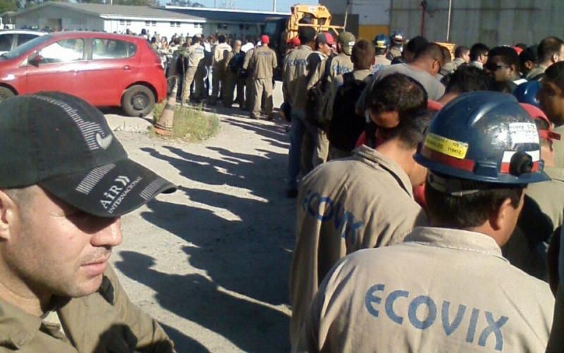 fila de desempregados demitidos da Ecovix em Rio grande