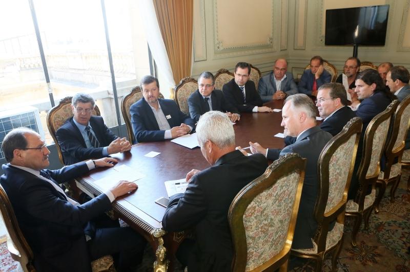 Sartori recebeu lideranças empresariais, sindicais e políticas para discutir as demissões na Ecovix