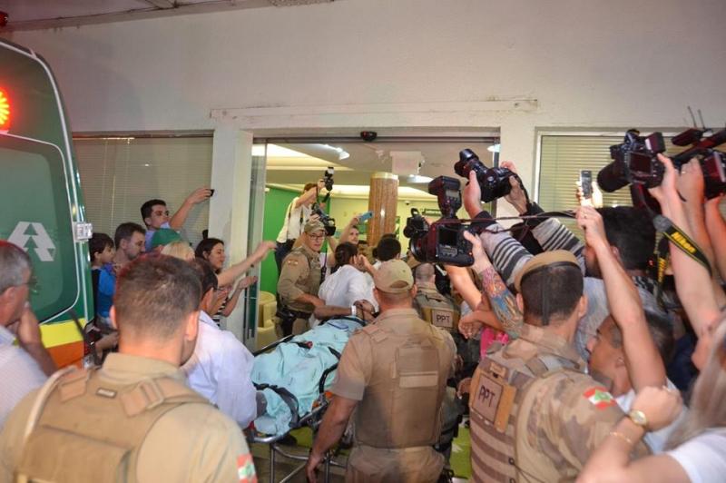 Henzel e Ruschel chegaram ao hospital na noite de terça, após viagem de mais de nove horas desde Medellín, e desembarcaram conscientes