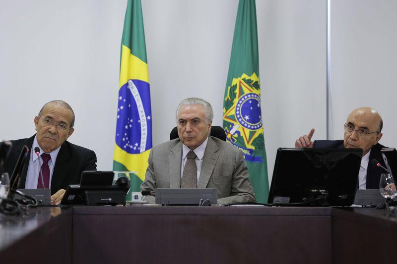 Brasília -  Presidente Michel Temer durante reunião com  o ministro-chefe da Casa Civil da Presidência da República, Eliseu Padilha,e o ministro da Fazenda, Henrique Meirelles (Marcos Corrêa/PR)