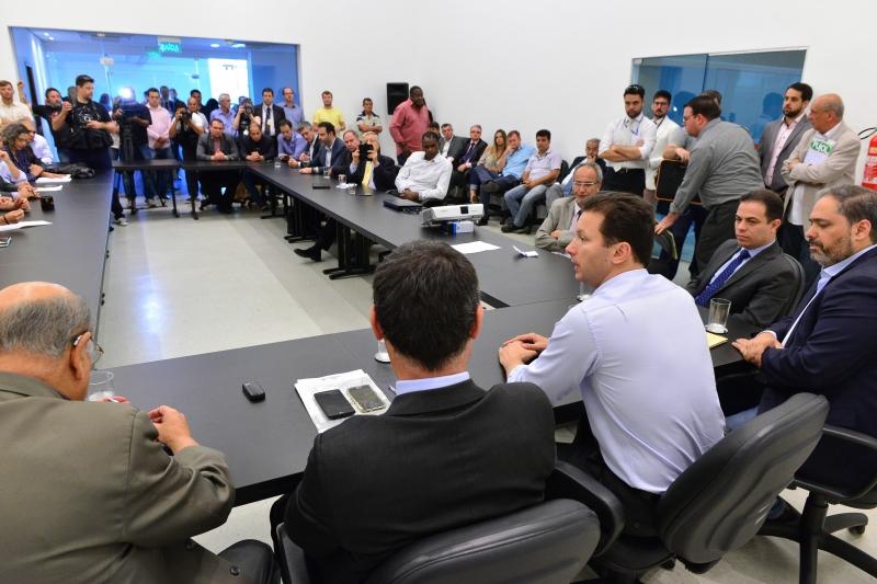 Nova reunião entre parlamentares e o tucano acontecerá na segunda-feira