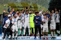 Real Madrid sofre, mas fica com o título