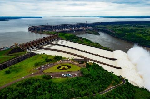 Acordo que faz Brasil pagar mais em Itaipu pode cair