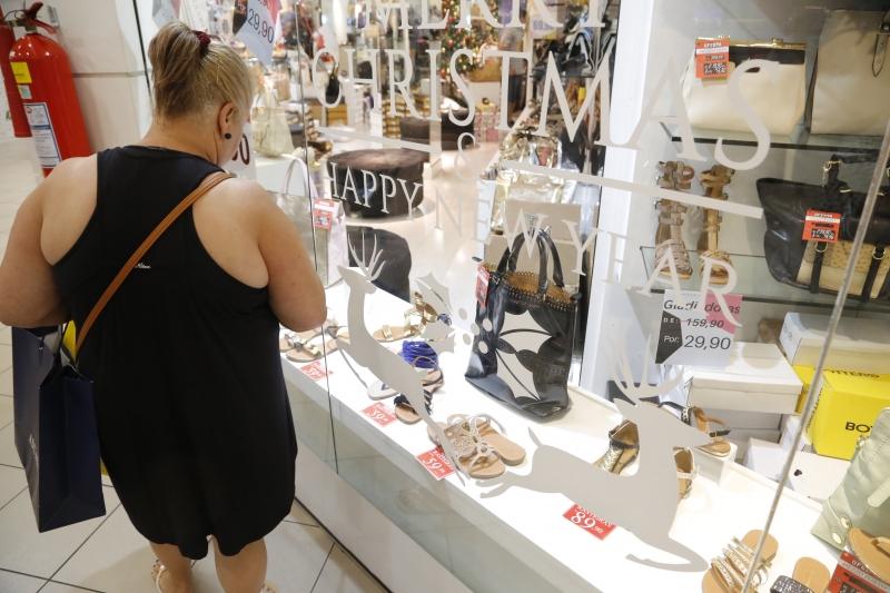 Especialistas recomendam cautela nas compras de presentes
