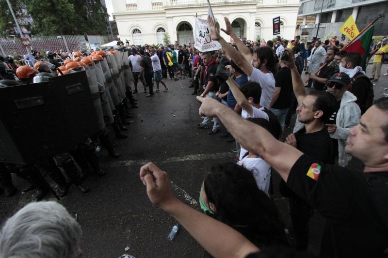 Tropa de choque guarneceu a entrada lateral da Assembleia para impedir o ingresso de militantes