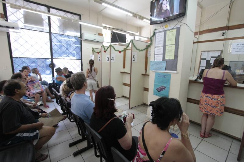 Farmácia especial em Porto Alegre repassa medicamentos que pacientes conseguem via judicial