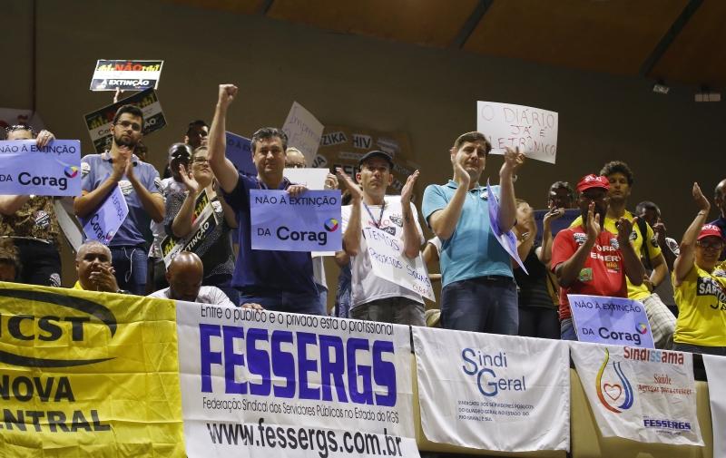 Servidores protestaram na AL contra pacote do governo Sartori