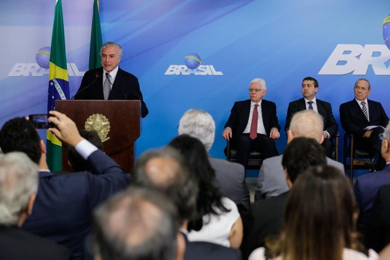 Presidente Michel Temer discursa durante Cerimônia de assinatura de MP com Medidas do Programa de Manutenção e Geração de Empregos.