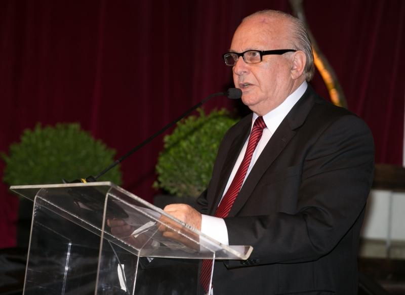 Angelo Garbarski, reeleito presidente do Sindigraf-RS, no baile dos 75 anos da entidade, na Leopoldina Juvenil