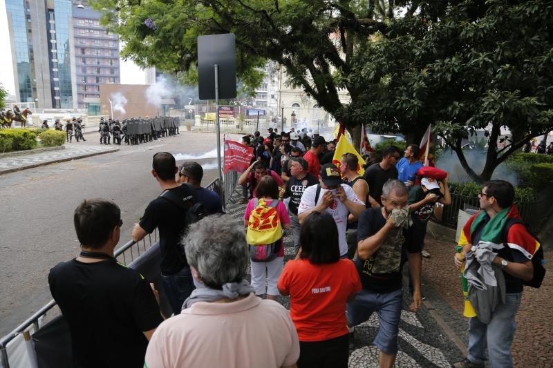 Protestos contra a votação do pacote de medidas do Governo do Estado na Assembleia Legislativa.