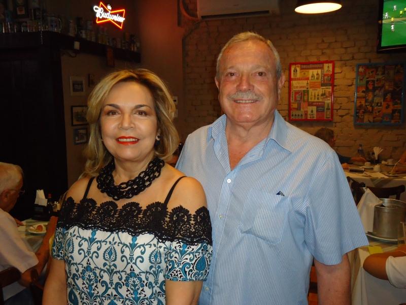 Graça Montenegro e Luciano Riccobello  no restaurante Tartare