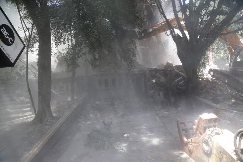 Os seis casarões da Luciana de Abreu foram demolidos na sexta-feira