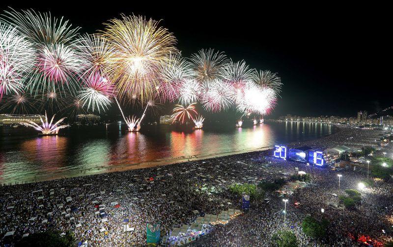 Espetáculo com fogos de artifício na Praia de Copacabana será mais curto este ano
