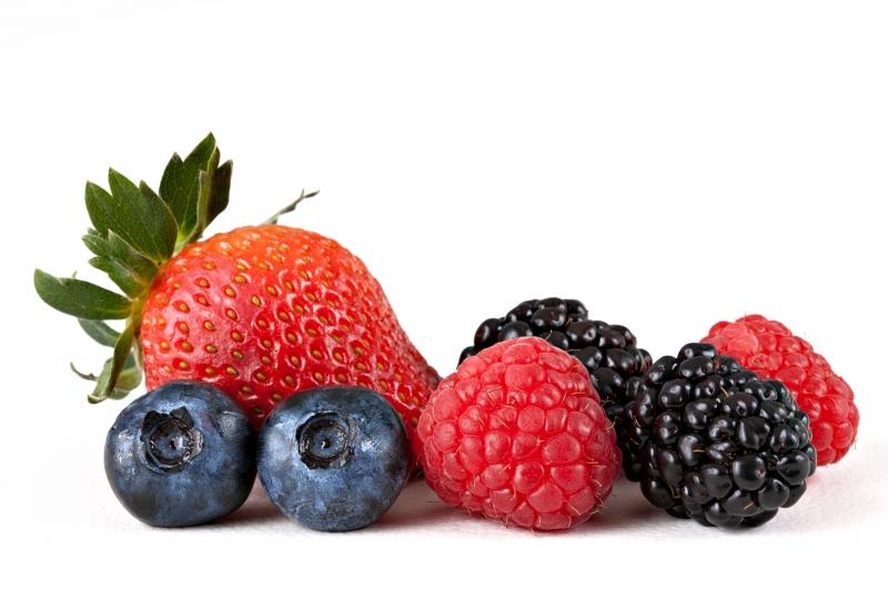 Frutas como framboesa, amora e mirtilo são opção de renda