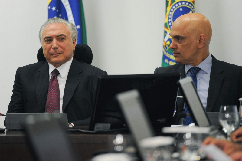 Brazilian president Michel Temer (L) and Justice Minister Alexandre de Moraes (R) during a meeting to discuss a National Security Plan with other ministers at Planalto Palace in Brasília, on January 5, 2017.