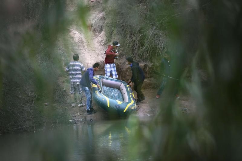Detidos na fronteira com o México são separados de familiares