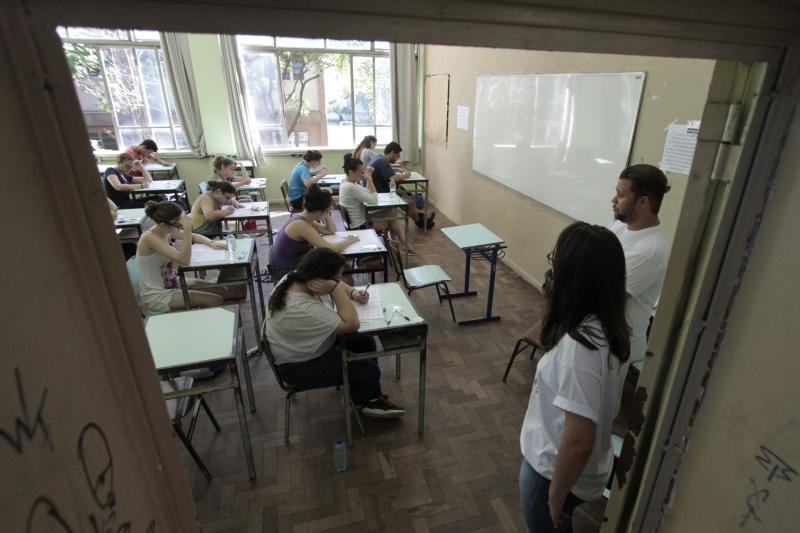 Primeiro dia de provas do vestibular da UFRGS 2017, no Colégio Julio de Castilhos.