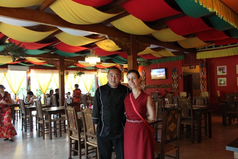 Ogyen e Adriana se conheceram no Templo Budista, casaram-se e viraram sócios