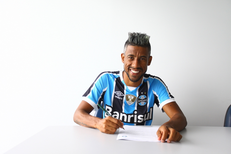 Veterano Léo Moura assinou contrato até o final do ano com o clube