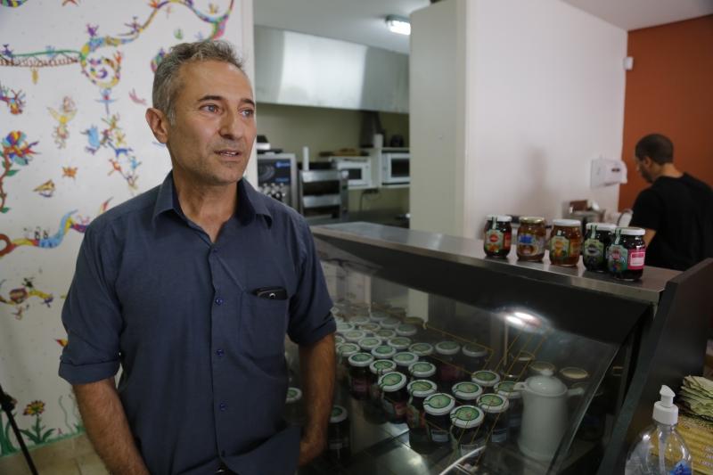 Fernando prioriza oferecer opções saudáveis aos frequentadores de seu negócio, aberto no ano passado em Porto Alegre