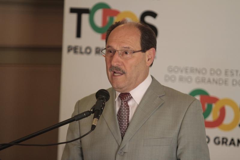 Governador justifica ato como medida de enfrentamento à crise