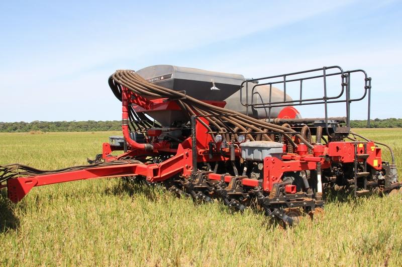 Em Não-Me-Toque, empresa volta aos palcos do agronegócio com uma plantadeira eletro-hidráulica