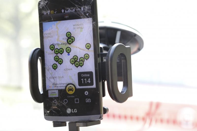 A partir do dia 16 de janeiro, táxis terão aplicativo com 50% de desconto.