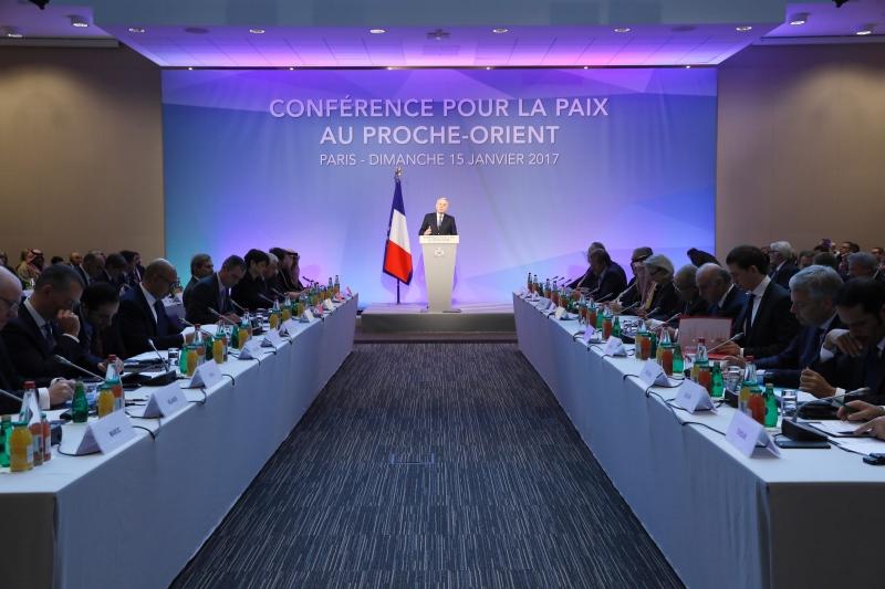 Jean-Marc Ayrault abriu o encontro dizendo que saída é a única possível