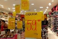 Dinheiro ou cartão: Lojistas e consumidores se adaptam à diferenciação de preços