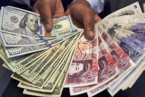 Dólar avança ante outras moedas fortes com payroll surpreendente nos EUA