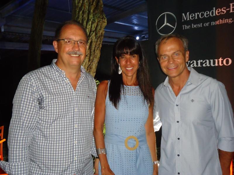 Eliseu Pereira, Renata Vellinho Busnello e Octaviano Busnello recepcionaram os convidados