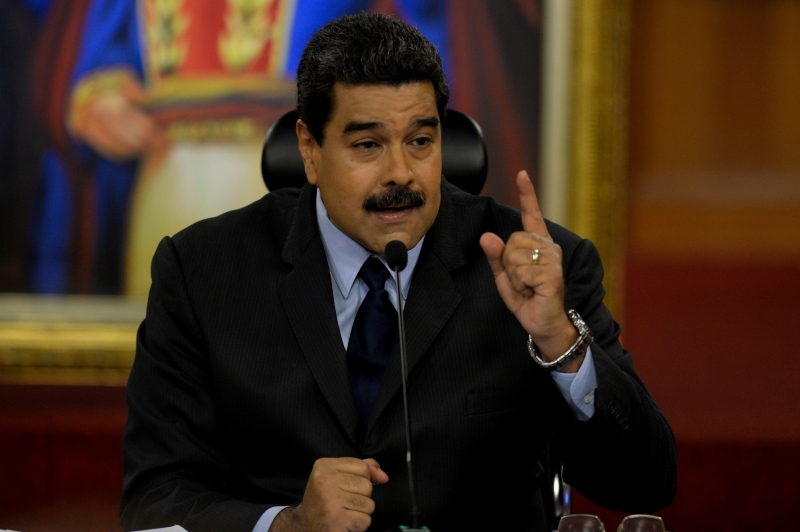 """""""Reconheço os poderes plenipotenciários para reger os destinos da República e me subordino a eles"""", afirmou Maduro"""