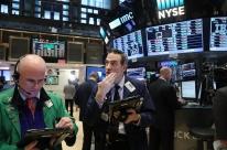 Bolsas de Nova Iorque caem, influenciadas por sentimento mundial de aversão a risco
