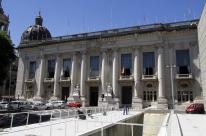 Governo do RS propõe indenização a servidores por atraso nos salários, enquanto oposição quer CPI