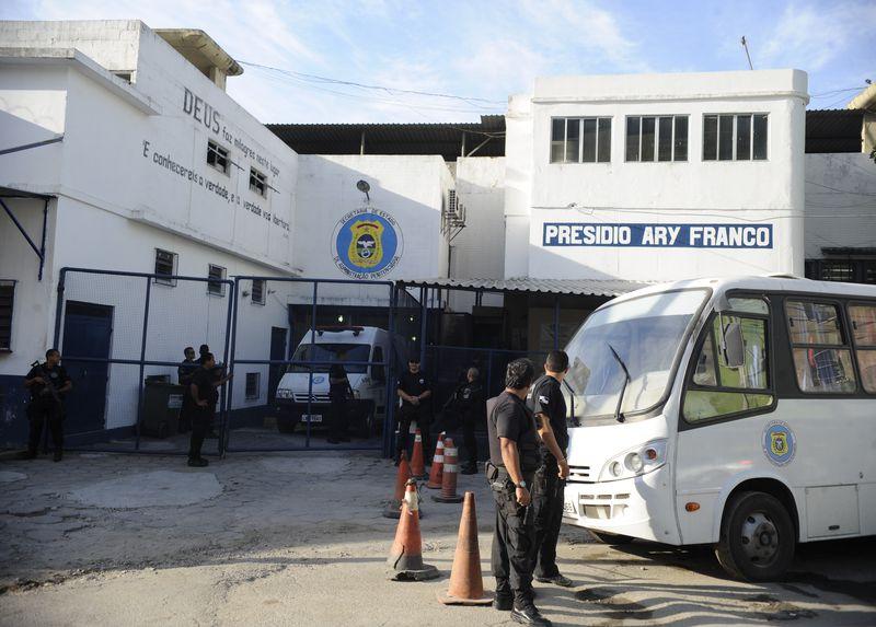 Rio de Janeiro - O ex-deputado Roberto Jefferson, condenado no processo do mensalão, deixou o Presídio Ary Franco e seguiu  para o Hospital Penitenciário, no Complexo de Gericinó, em Bangu (Tomaz Silva/Agência Brasil)